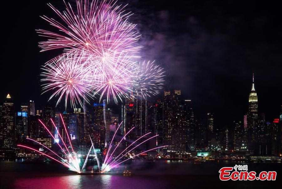 Photo taken on Feb. 11, 2019 from Weehawken of New Jersey, U.S. shows the fireworks over New York City celebrating the Chinese Lunar New Year. The fireworks display was held near Pier 84 over the Hudson River, close to the Chinese consulate general in New York. (Photo: Ecns.cn/Wang Fan)