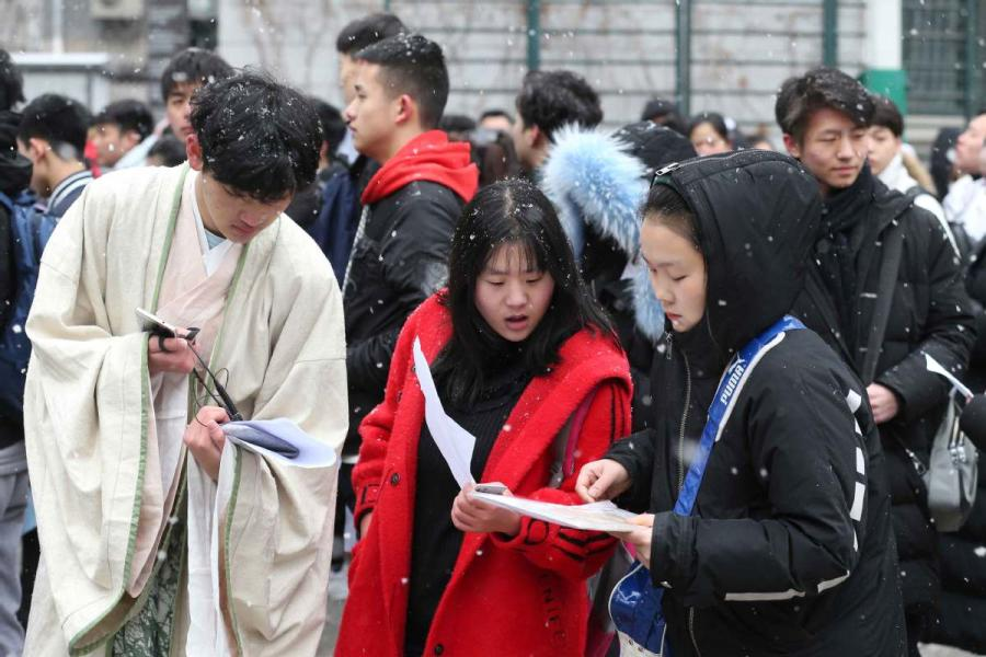 Students prepare for an admission test at the Central Academy of Drama in Beijing on Feb. 12, 2019.  (Photo/chinadaily.com.cn)