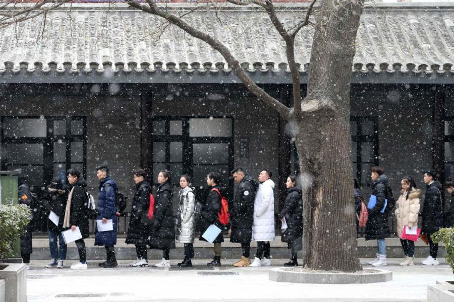 Students line up for an admission test at the Central Academy of Drama in Beijing on Feb. 12, 2019.  (Photo/chinadaily.com.cn)
