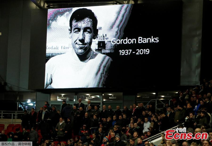 A tribute in memory of Gordon Banks is shown on the giant screen before a football match at Ashton Gate Stadium, Bristol, Britain, Feb. 12, 2019. English soccer club Stoke said that World Cup-winning England goalkeeper Gordon Banks has died at 81. (Photo/Agencies)