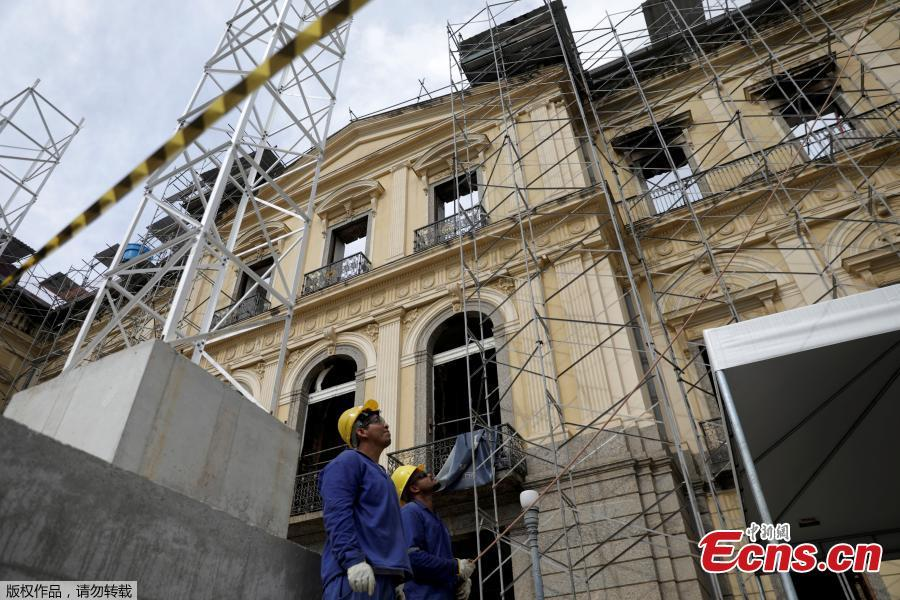 Men work on the restoration of Brazil National Museum after its devastating fire, in Rio de Janeiro, Brazil, Feb. 12, 2019. Five months after fire gutted Brazil\'s 200-year-old National Museum, the site that once held some of the nation\'s greatest treasures remains a ruin of scorched walls, twisted metal and piles of ash. (Photo/Agencies)