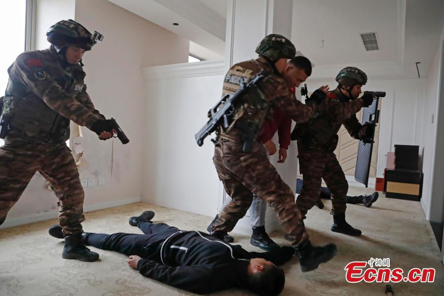 Members of the armed police take part in a drill simulating a hostage-taking scenario at Zhangjiang Hi-Tech Park in Pudong, Shanghai, February 12, 2019. The drill was organized to enhance emergency preparedness. (Photo: China News Service/Yin Liqin)