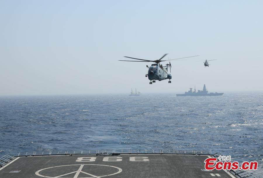 A helicopter lands on PLA Navy ship Kunlun during the multinational military drill Peace-19 held in the waters off Karachi, Pakistan from Feb. 11 to 12. The drill undertook 23 programs including ship supply and maneuvers against a pirate attack (Photo: China News Service/Xue Chengqiang)