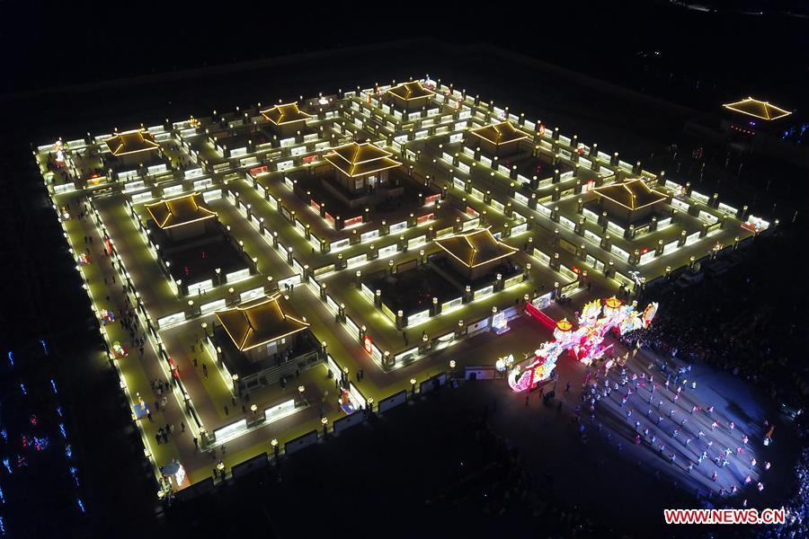 Aerial photo taken on Feb. 12, 2019 shows the Winding Yellow River Lamp Array, a temporary maze installation for the locals to go through to get a good omen in the rest days of the year, in Gucheng Village of Jiantan Town in Zhangye City, northwest China\'s Gansu Province. (Xinhua/Fan Peishen)