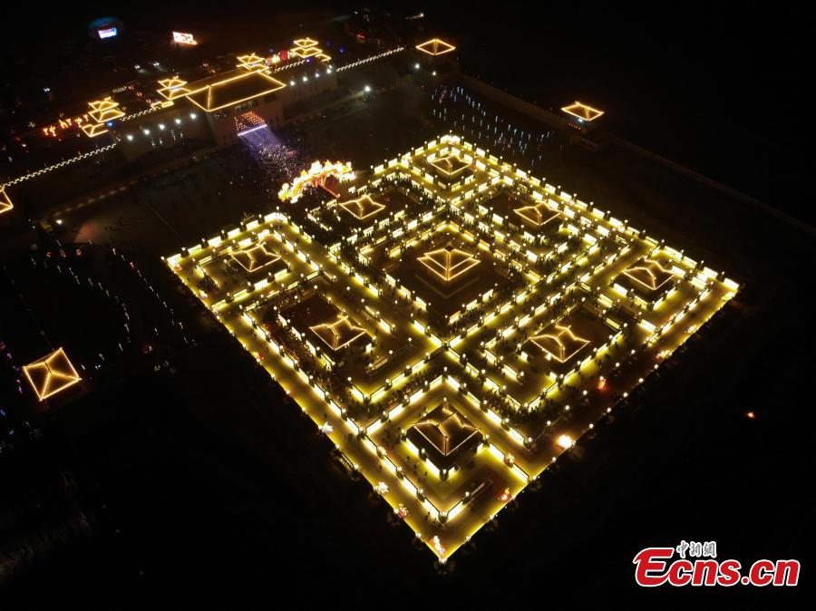 Aerial photo taken on Feb. 12, 2019 shows the Winding Yellow River Lamp Array, a temporary maze installation for the locals to go through to get a good omen in the rest days of the year, in Gucheng Village of Jiantan Town in Zhangye City, northwest China\'s Gansu Province. (Photo/China News Service)