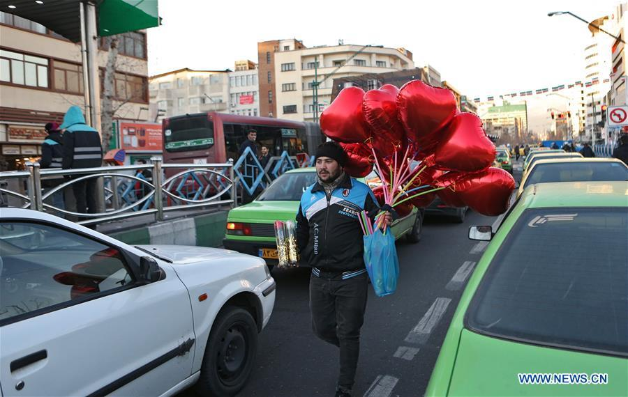 A vendor sells balloons for Valentine\'s Day in Tehran, capital of Iran, Feb. 13, 2019. (Xinhua/Ahmad Halabisaz)