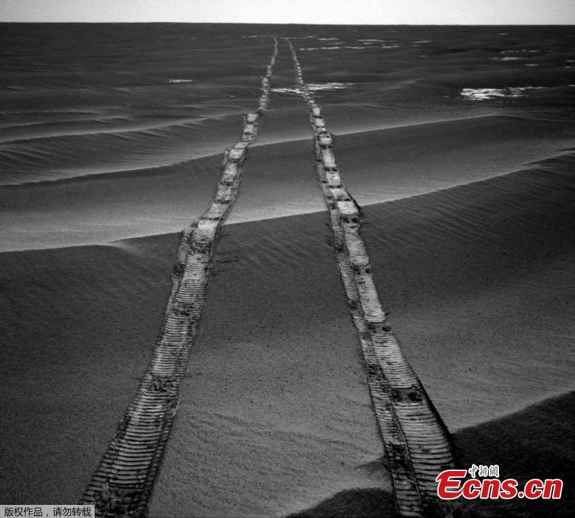 Opportunity photographed its tracks in 2010. (Photo/VCG)