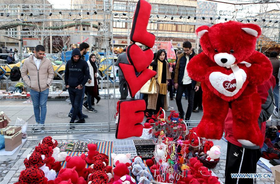 People look at gifts for Valentine\'s Day in Tehran, capital of Iran, Feb. 13, 2019. (Xinhua/Ahmad Halabisaz)