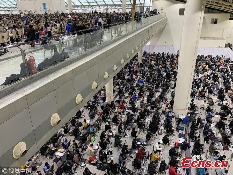 Students sit the entrance exam for Shandong University of Art & Design in Jinan City, East China\'s Shandong Province, Feb. 13, 2019. More than 6,500 students took the test, which applied face recognition and fingerprint checks to prevent fraud. (Photo/VCG)
