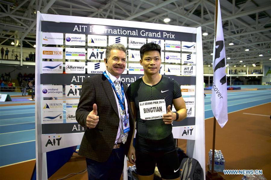 Su Bingtian (R) of China poses after he won the men\'s 60m final event at AIT International Indoor Grand Prix 2019 in Athlone, central Ireland, Feb. 13, 2019. Su Bingtian of China won the men\'s 60m final with 6.52 seconds at AIT International Indoor Grand Prix 2019 on Wednesday night. (Xinhua)