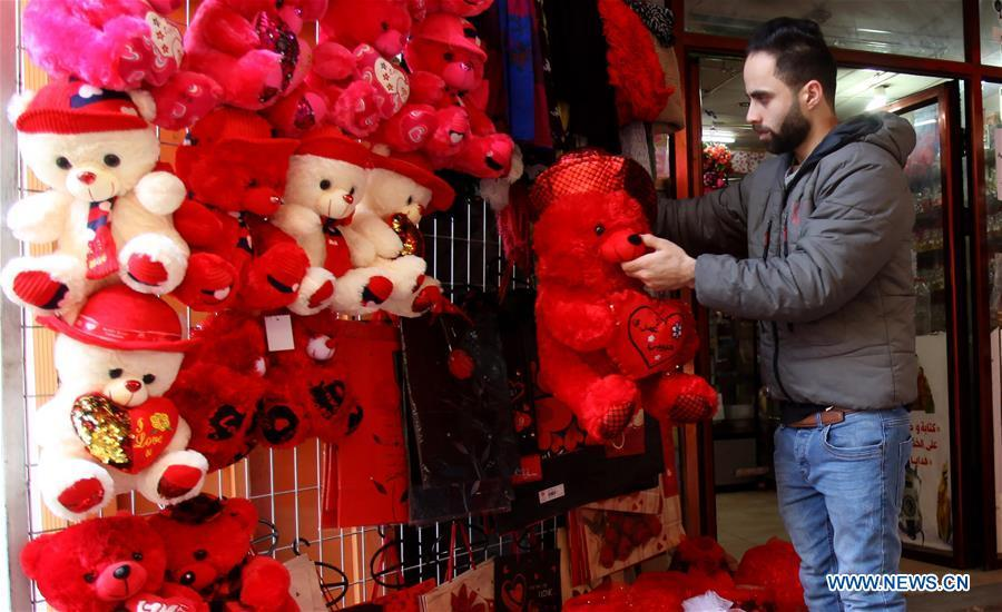 A Palestinian vendor arranges products for Valentine\'s Day in the West Bank City of Nablus, Feb 13, 2019. Valentine\'s Day is marked in many regions of the world on February 14 as a day of romance and romantic love. (Xinhua/Nidal Eshtayeh)