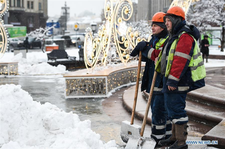 Workers clear snow in Moscow, Russia, on Feb. 13. 2019. A recent snowfall resulted in 11 mm of precipitation in Moscow on Wednesday. (Xinhua/Evgeny Sinitsyn)