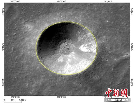 Image shows Zhinyu, one of the three small craters that form a triangle around Chang\'e-4\'s landing site. (Photo/China News Service)