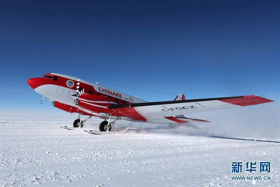 China\'s first fixed-wing aircraft for polar flight Snow Eagle 601 completed its mission to explore key areas above the East Antarctica Ice Sheet. File photo shows China\'s first fixed-wing aircraft for polar flight Snow Eagle 601 lands at the Kunlun Station at about 4,000 meters above the sea level near Dome A, Jan. 18, 2019.  (Photo/Xinhua)