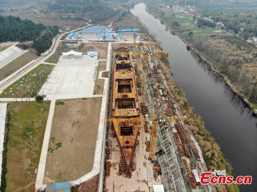 A life-size Titanic replica is seen under construction on a bank of the 20-meter-wide Qijiang River in Daying County, Southwest China\'s Sichuan Province, Feb. 14, 2019. A wealthy businessman has invested one billion yuan ($145.6 million) to rebuild the giant ship, which was 269 meters long and 28 meters wide. The replica will include viewing areas, banquet halls, a swimming pool and a theater. (Photo: China News Service/Zhang Lang)
