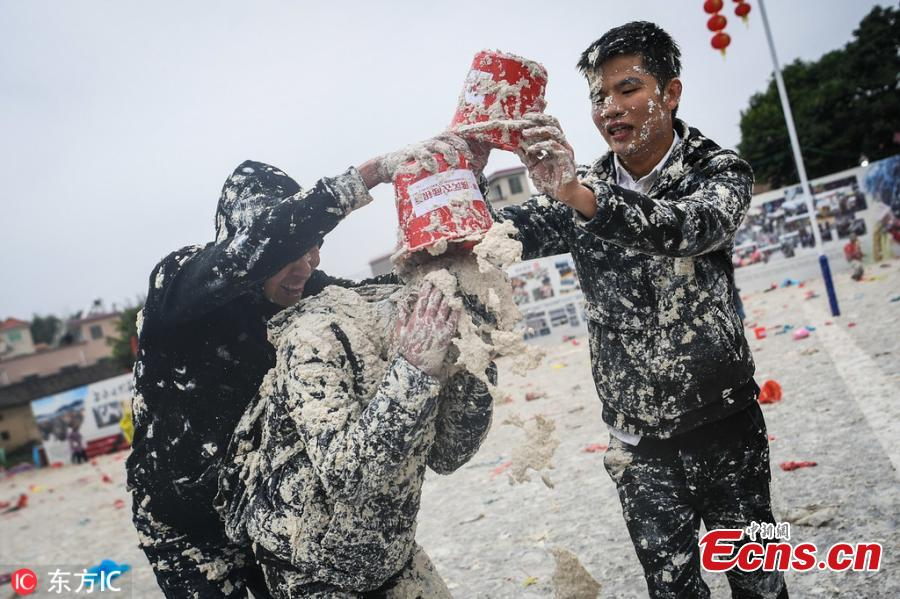 People celebrate a tofu festival in Shegangxia Village in Gaogang Town, South China\'s Guangdong Province, Feb. 17, 2019. The folk festival is a tradition started 400 years ago among local Lin families to worship ancestors and mark the Lantern Festival. Now it has been listed as an intangible cultural heritage, attracting approximately 10,000 people, including many tourists, to join the celebration. (Photo/IC)