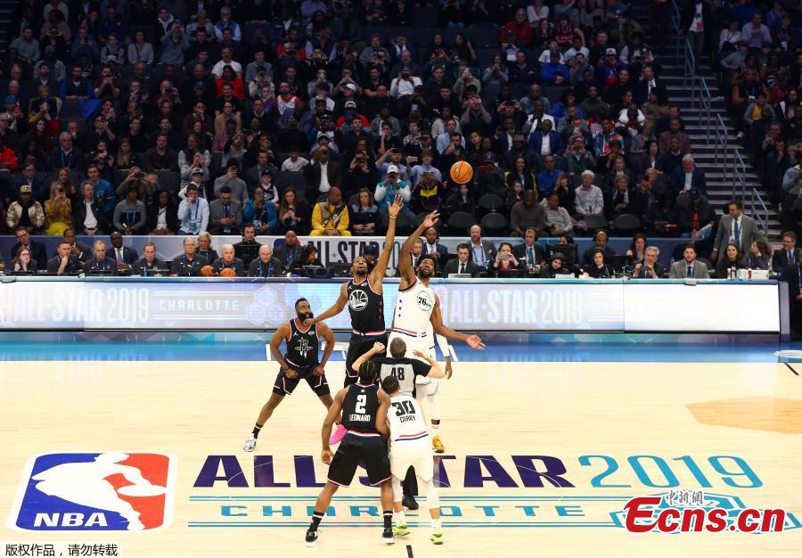 Team LeBron\'s Kevin Durant, of the Golden State Warriors works against Team Giannis forward Joel Embiid of the Philadelphia 76ers during the 2019 NBA All-Star Game at Spectrum Center, Charlotte, North Carolina, Feb. 17, 2019. (Photo/Agencies)