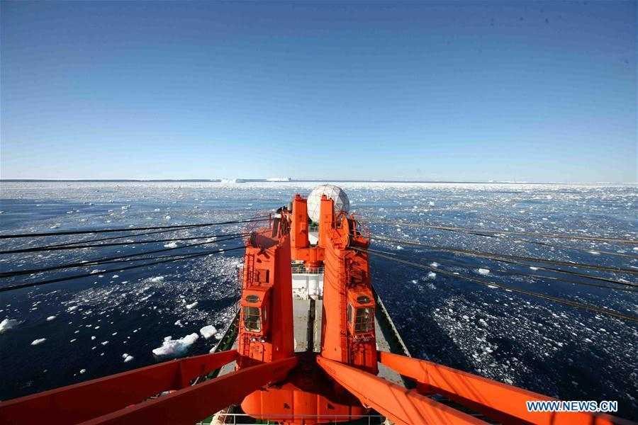 China\'s research icebreaker Xuelong sails in waters near the West Ice Shelf in Antarctica, on Feb. 15, 2019. China\'s research icebreaker Xuelong, with 126 crew members aboard on the 35th Antarctic research mission, on Thursday local time left the Zhongshan Station on its way back to China. It is expected to arrive in Shanghai in mid-March. (Xinhua/Liu Shiping)