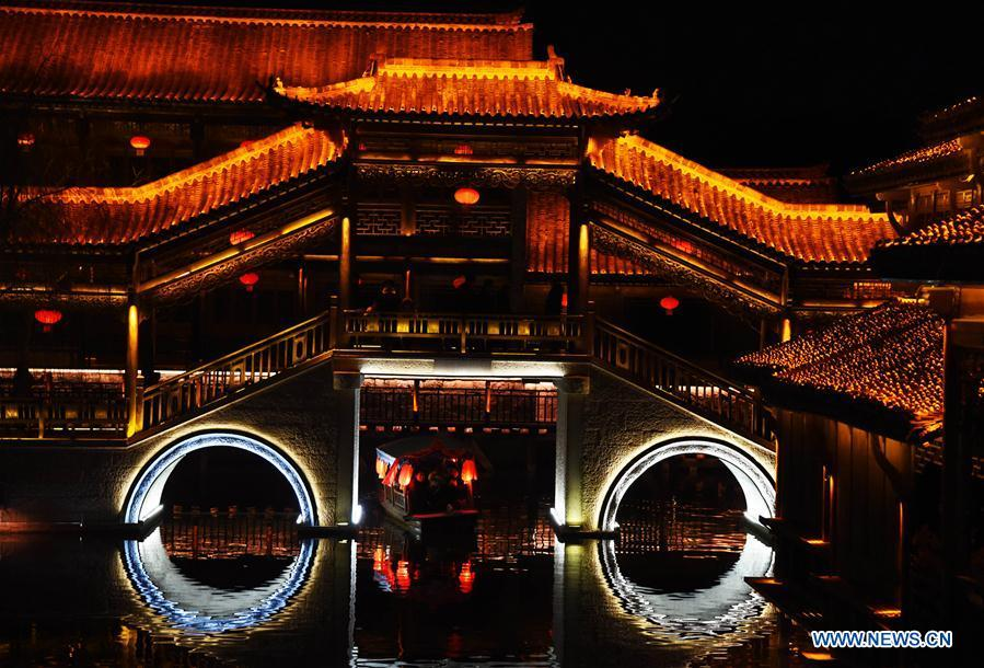 Photo taken on Feb. 16, 2019 shows the night view of the ancient town of Taierzhuang in east China\'s Shandong Province. (Xinhua/Wang Kai)