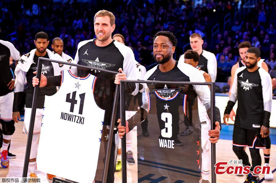 Team Giannis\' Dirk Nowitzki, of the Dallas Mavericks and Team LeBron\'s Dwayne Wade, of the Miami Heat hold their jerseys during the second half of an NBA All-Star basketball game, Feb. 17, 2019, in Charlotte, N.C. The Team LeBron won 178-164. (Photo/Agencies)