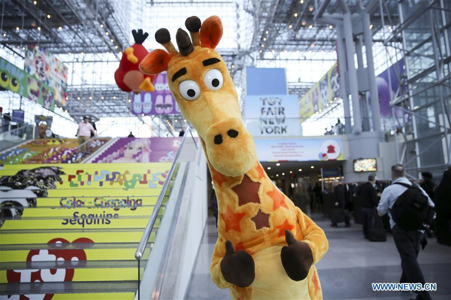 Personnel with giraffe costume pose at the 116th Annual North American International Toy Fair at the Jacob K. Javits Convention Center in New York, the United States, Feb. 16, 2019. The toy fair, held from February 16 to 19 this year, gathered more than 1,000 toy exhibitors and hundreds of thousands of toys and youth entertainment products to retail outlets and trade guests from over 100 countries and regions. (Xinhua/Wang Ying)