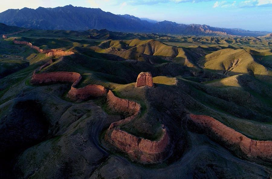 An aerial view of the Great Wall in the Ningxia Hui autonomous region. (Photo/chinadaily.com.cn)