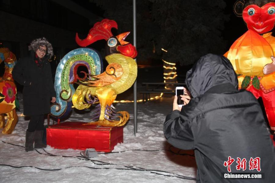 A visitors poses for photos with Chinese lanterns during the 2019 Toronto Qinhuai Lantern Festival in Toronto, Canada, on Feb. 18, 2019. Featuring 23 large festive lanterns from China and lots of traditional Chinese festival activities, the 2019 Toronto Qinhuai Lantern Festival kicked off here on Monday.  (Photo: China News Service: Yu Ruidong)