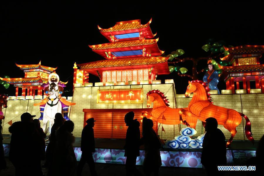 People visit a lantern fair in Datong, north China\'s Shanxi Province, Feb. 17, 2019. With the approaching of the Lantern Festival, many places across the country are decorated by colorful lanterns. (Xinhua/Ren Xuefeng)