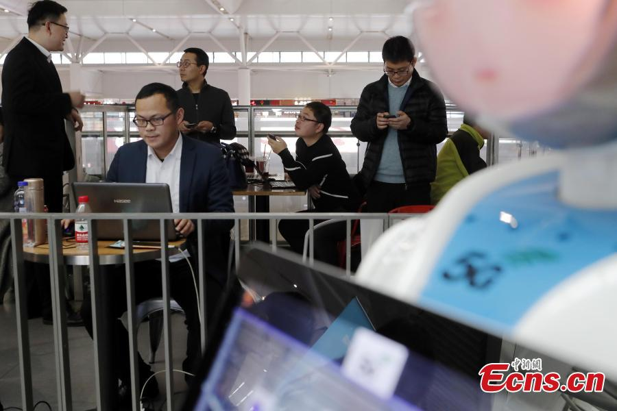 Passengers test the 5G network and services in the Shanghai Hongqiao Railway Station, Feb. 18, 2019. The railway station, one of the world\'s busiest, will become the world\'s first \
