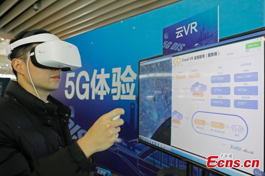 A passenger tests the 5G network and services in the Shanghai Hongqiao Railway Station, Feb. 18, 2019. The railway station, one of the world\'s busiest, will become the world\'s first \