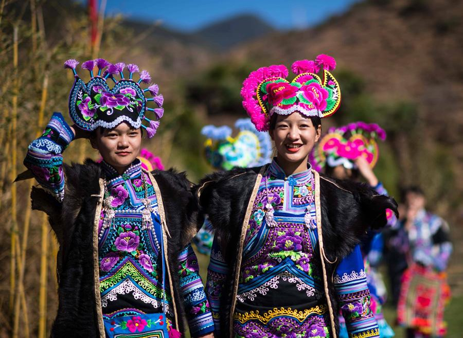 Two girls are on their way to the square for the Dress Contest Festival in Zhiyi village, Zhonghe town, Yongren county, Chuxiong Yi autonomous prefecture, Yunnan Province on Feb. 19, 2019. (Photo/Xinhua)  The Dress Contest Festival was held in Tuesday, the 15th day of the first lunar month of the Pig\'s Year, in Zhiyi village, Zhonghe town, Yongren county, Chuxiong Yi autonomous prefecture, Yunnan province.  The festival is held on 15th day of the first lunar month of each year. On this day, Yi people in the village dress up in new clothes and invite friends to the central square of the village to participate in various activities.  The custom has been inherited for more than 1,300 years, known as the ancient \