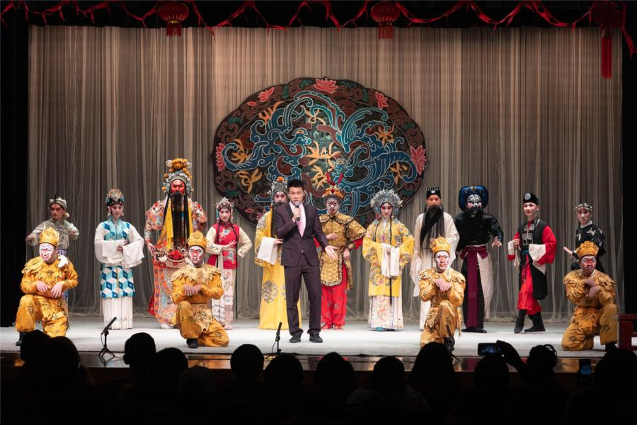 Artists from the Shanghai Kunqu Opera Troupe pose on stage. (Photo/chinadaily.com.cn)