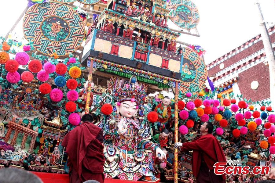 Buddha statues made of yak butter are displayed at the Ta\'er (Kumbum) Monastery in Huangzhong County, Northwest China\'s Qinghai Province, Feb. 19, 2019. Handmade by lamas in the shapes of Buddha figurines, trees, flowers, birds and animals, they are crafted at the monastery known for the most advanced butter sculpting techniques. (Photo: China News Service/Zhang Tianfu)