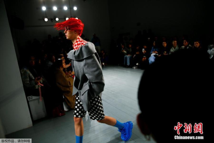 A model presents a creation during the pushBUTTON catwalk show at London Fashion Week Women\'s A/W19 in London, February 19, 2019. (Photo/Agencies)