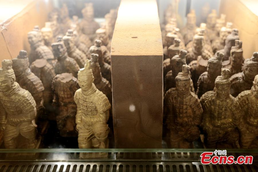 Chocolate replicas of the Terracotta warriors are seen at a hotel in Xi\'an, Northwest China\'s Shaanxi Province, Feb. 20, 2019. The chocolate figures are 15 centimeters tall and sell for 68 yuan ($10). Xi\'an is home to the Terracotta Army, constructed to accompany the tomb of China\'s First Emperor Qin Shihuang as an afterlife guard. (Photo: China News Service/Zhang Yuan)