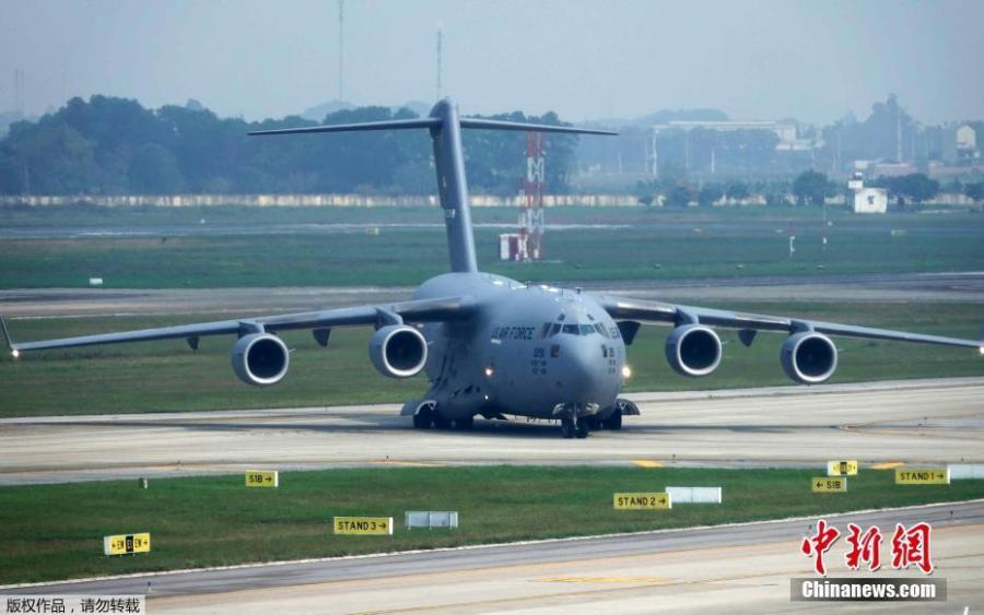 The U.S.\'s Boeing C-17, carrying the Marine One helicopter, touches down in Noi Bai, Feb. 20, 2019. (Photo/Agencies)