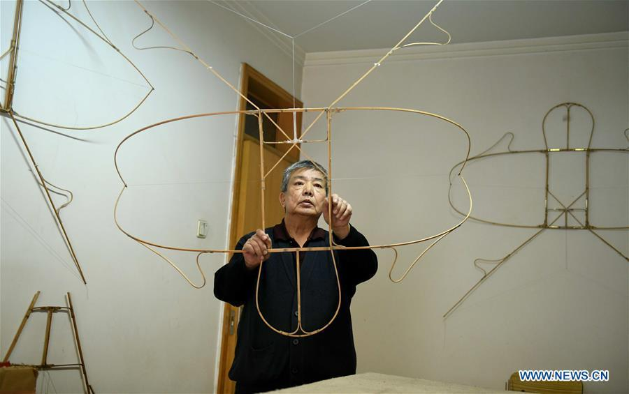 Kite enthusiast Fu Xianming makes kite skeletons at home in Shijiazhuang, north China\'s Hebei Province, Feb. 20, 2019. Fu Xianming and his wife Lin Wenqing are known for their passion for kites. The retired school-teacher couple has completed more than 1,500 kites since they began to learn kite-making in 1998. Driven by a wish to master the kite-making crafts, Fu and Lin went on multiple study tours to Weifang, Shandong Province, where traditional Chinese kites originated. Besides enjoying themselves, the couple has also set up a campus workshop for local students who show interest in kite-making. (Xinhua/Chen Qibao)