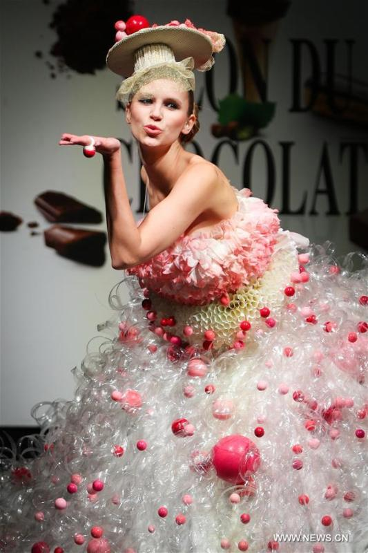 A model displays a chocolate dress during the opening show of the 6th Brussels Chocolate Salon in Brussels, Belgium, Feb. 21, 2019. The 6th Brussels Chocolate Salon (Salon du Chocolat Brussels) kicked off here on Thursday. In the following three days, 130 chocolatiers, pastry chefs, confectioners, designers and cocoa experts of international reputation in attendance will share and exhibit chocolate in all its delectable forms. (Xinhua/Zheng Huansong)