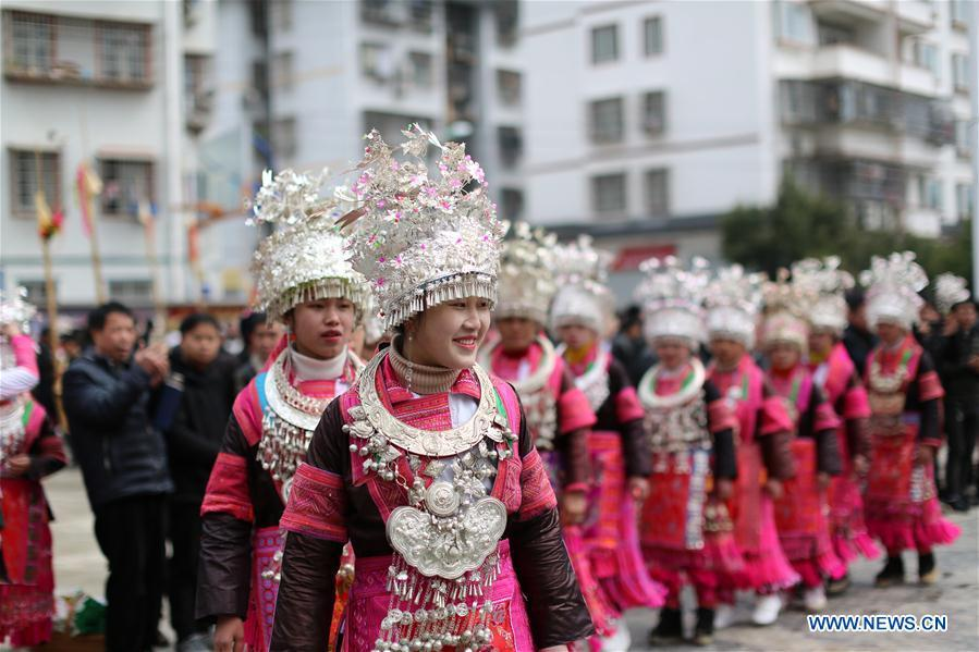 People of the Miao ethnic group dance to the Lusheng, a reed-pipe wind instrument, to celebrate their new life at the relocated Fengle community in Rongjiang County, southwest China\'s Guizhou Province, Feb. 21, 2019. The relocated ethnic Miao people from remote areas to the community held a gathering Thursday by inviting neighboring Miao villages\' Lusheng teams to celebrate their new life.(Xinhua/Huang Wanxin)