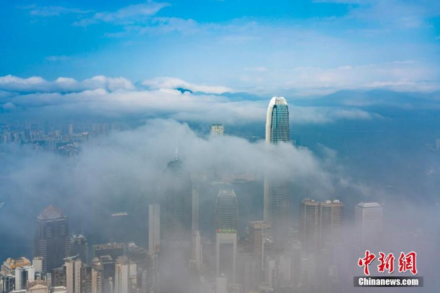 Advection fog envelopes Victoria Harbour in Hong Kong, Feb. 21, 2019. (Photo: China News Service/Zhang Wei)