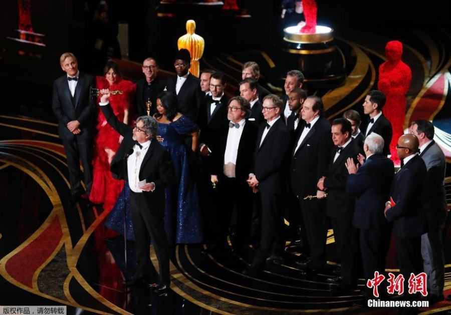 Cast and crew of Green Book, including Linda Cardellini Mahershala Ali, Octavia Spencer, Brian Currie, Charles B. Wessler, Jim Burke, Peter Farrelly, and Nick Vallelonga accept the Best Picture award during the 91st Annual Academy Awards at Dolby Theatre on Feb. 24, 2019 in Hollywood, California. (Photo/Agencies)