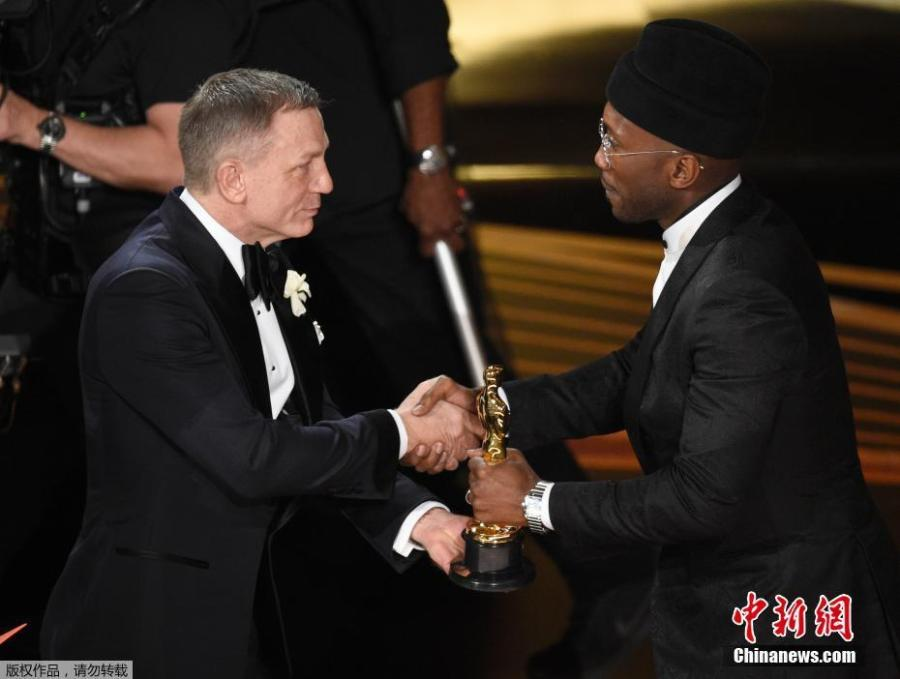 Mahershala Ali accepts the Actor in a Supporting Role award for \