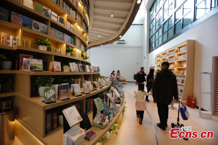 People visit Zhongchuang Bookstore in Harbin, Heilongjiang Province, Feb. 24, 2019.  (Photo: China News Service/Lv Pin)