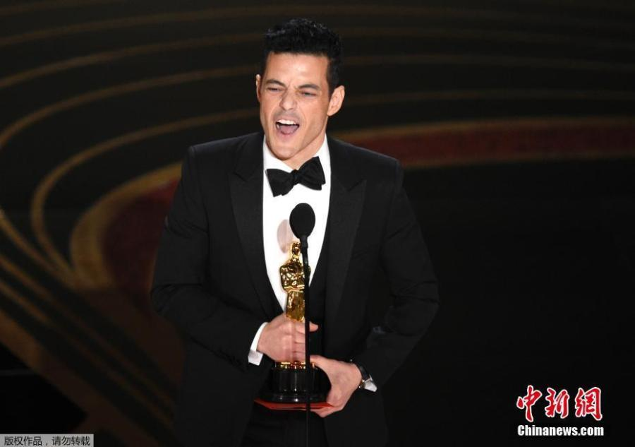 Rami Malek accepts the Best Actor award for his role in \