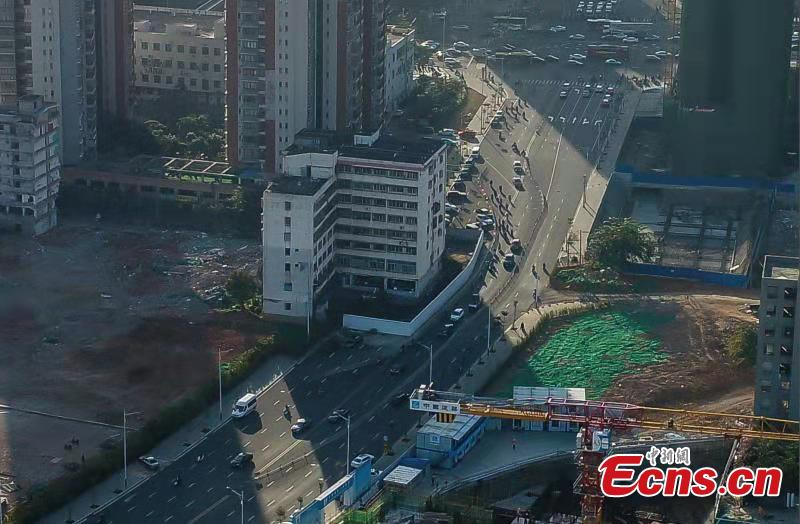 A holdout building is demolished in Haikou City, Hainan Province, Feb. 24, 2019. The eight-story building was left standing for three years due to disagreements over compensation, affecting traffic and the urban landscape. The local government finally reached agreement with homeowners who agreed to relocate.  (Photo: China News Service/Huang Yixiao)
