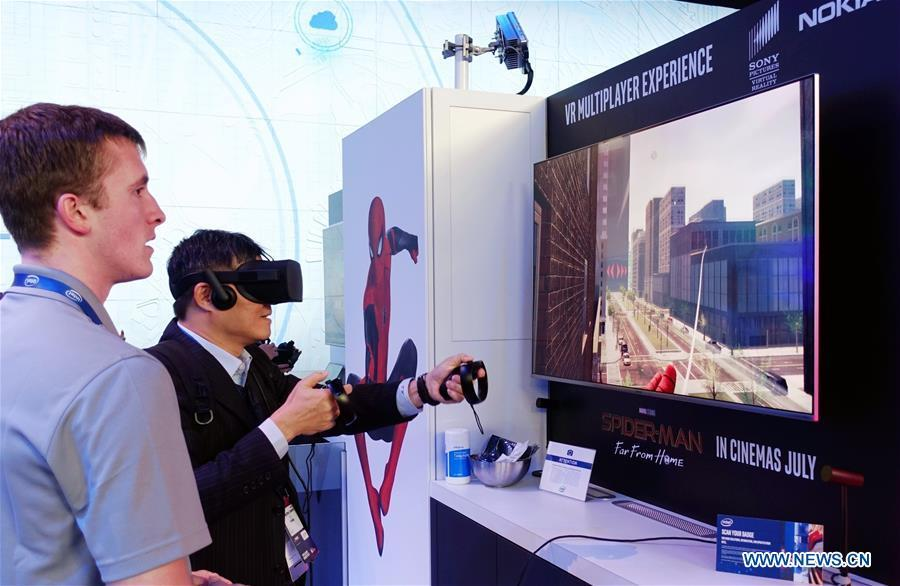 A visitor plays VR games at the 2019 Mobile World Congress (MWC) in Barcelona, Spain, Feb. 25, 2019. The four-day 2019 MWC opened on Monday in Barcelona. (Xinhua/Guo Qiuda)
