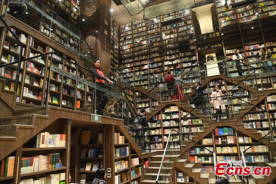A view of the full bookshelves at a bookstore in Chongqing southwestern China, Feb. 25, 2019.   The newly opened bookstore in Chongqing southwestern China has attracted over 200,000 visitors since it opened on Jan. 25.  The store quickly gained attention for its mind-boggling interior design.  (Photo/China News Service)