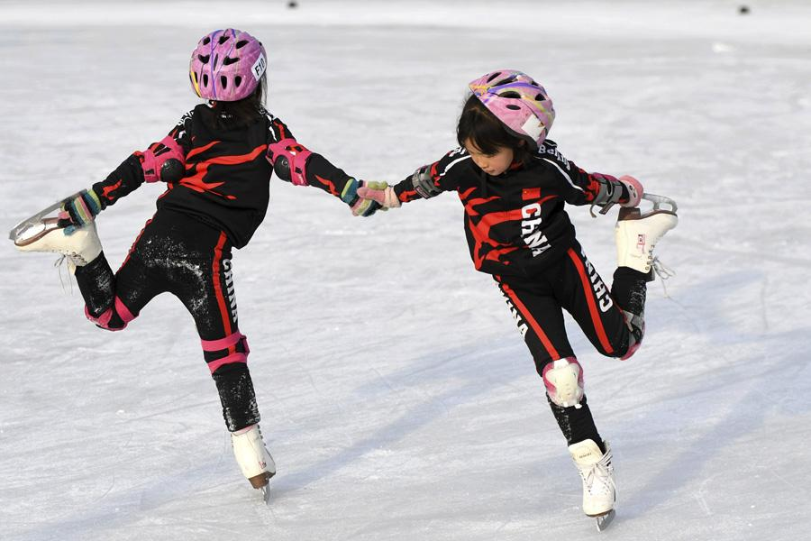 tudents at Beijing Yanqing Taipingzhuang Central Primary School practice skating on the ice rink. (Photo/Xinhua) According to Ding, pouring of ice is usually carried out in the middle of the night. If the weather is bad (high temperature), they will spend the whole night doing it.  The hard work done by Ding and the teachers is rewarding.  Almost all the students in Taipingzhuang Central Primary School have learned to skate. And many students have already participated in competitions in Yanqing district, with many achieving good rankings.