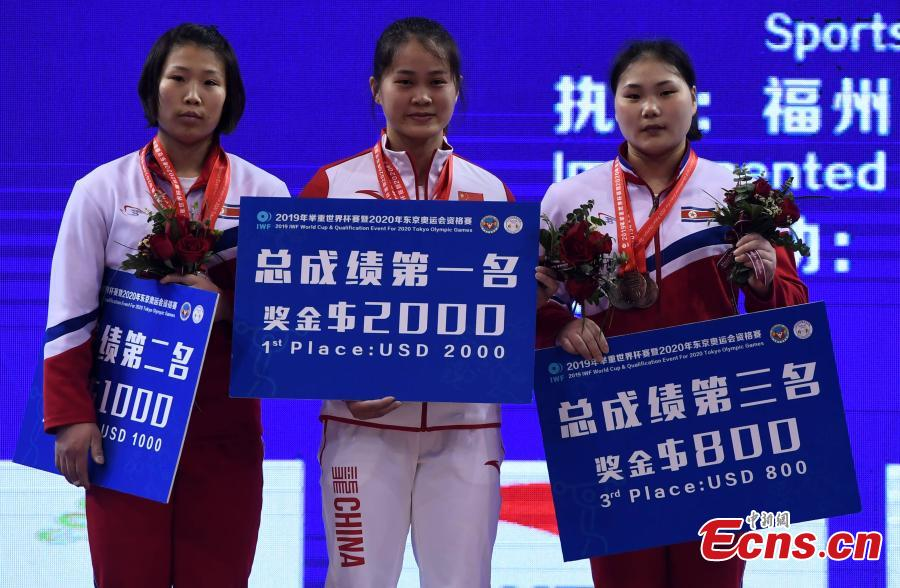 Deng Wei celebrate at the awarding ceremony of the women\'s weightlifting 64kg event at 2019 IWF World Cup & Qualification Event For 2020 Tokyo Olympic Games in Fuzhou, southeast China\'s Fujian Province, Feb. 25, 2019. (Photo: China News Service/Zhang Bin)