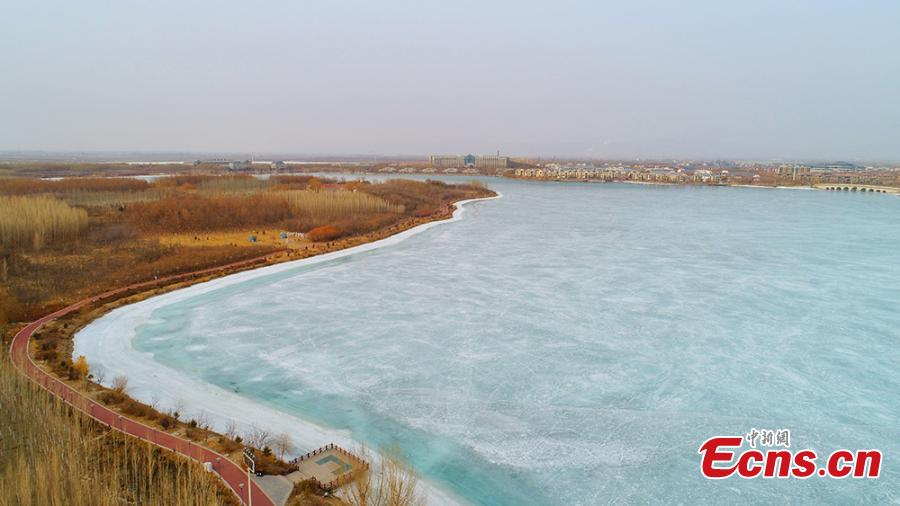 A view of the Zhangye National Wetland Park in Zhangye City, Northwest China\'s Gansu Province as it is partially frozen in the latest cold front. (Photo: China News Service/Wang Chao)